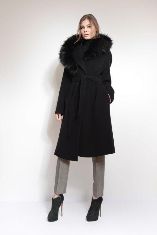 Crni kaput s kašmirom i krznom na kapuljači