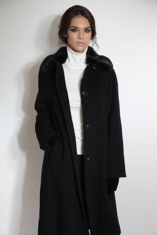 Klasični kaput s krznenom kragnom