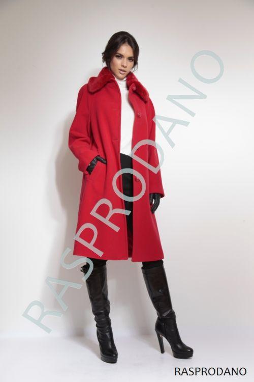 Klasičan crveni kaput s krznom na kragni