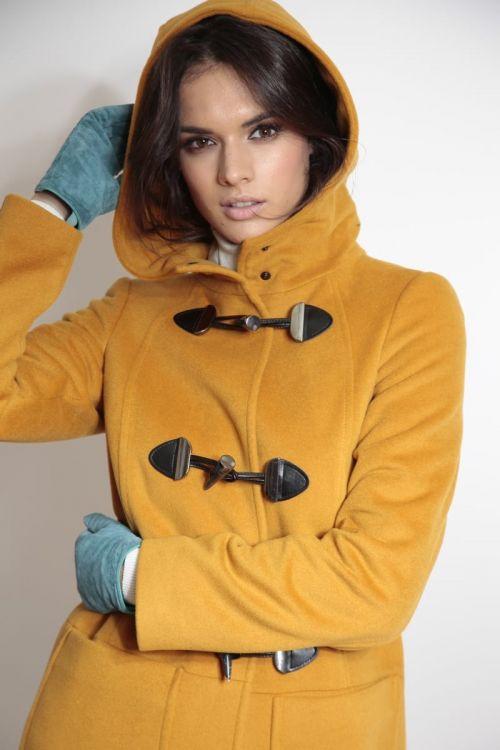 Žuti Montgomery kaput s dekorativnim kopčama