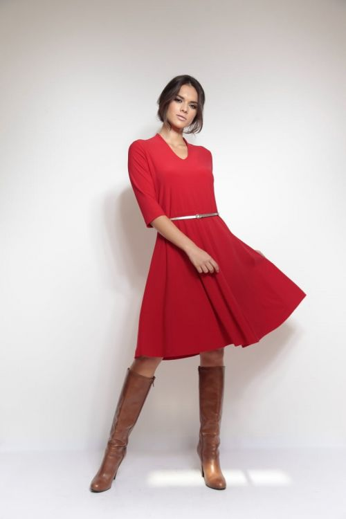 Ženstvena haljina s kožnim remenom