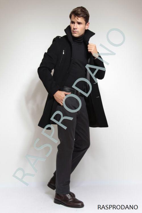 Crni kaput s epoletama i pletenom kragnom