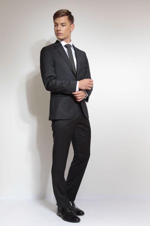 Moderno crno odijelo