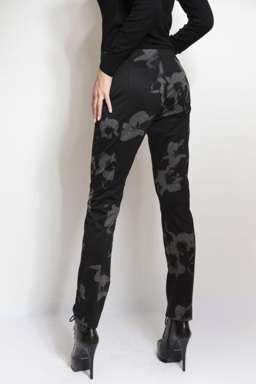 Ženske hlače s decentnim printom