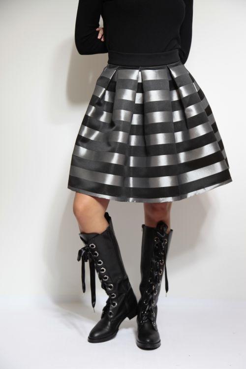 Zvonolika prugasta suknja