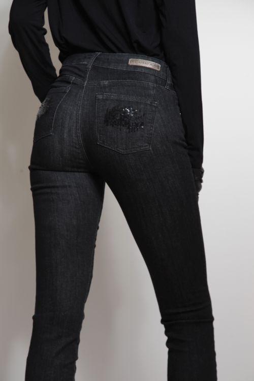 Push-up ženske traperice od crnog jeansa