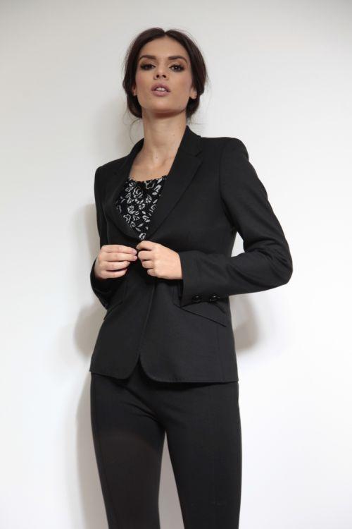 Klasičan crni ženski sako