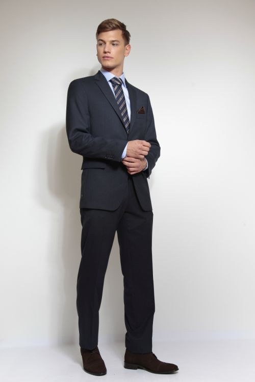 Tamno plavo muško odijelo