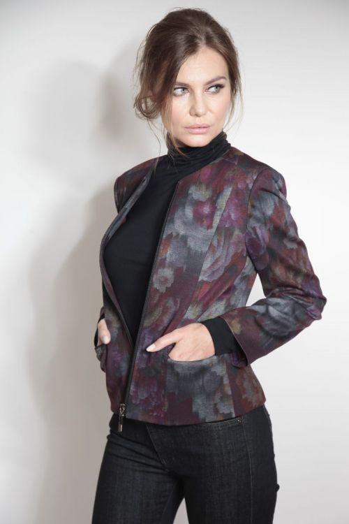Atraktivan ženski sako s printom