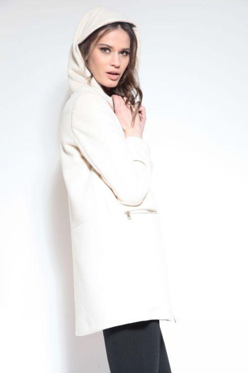 Ležeran bijeli kaput sa zatvaračem