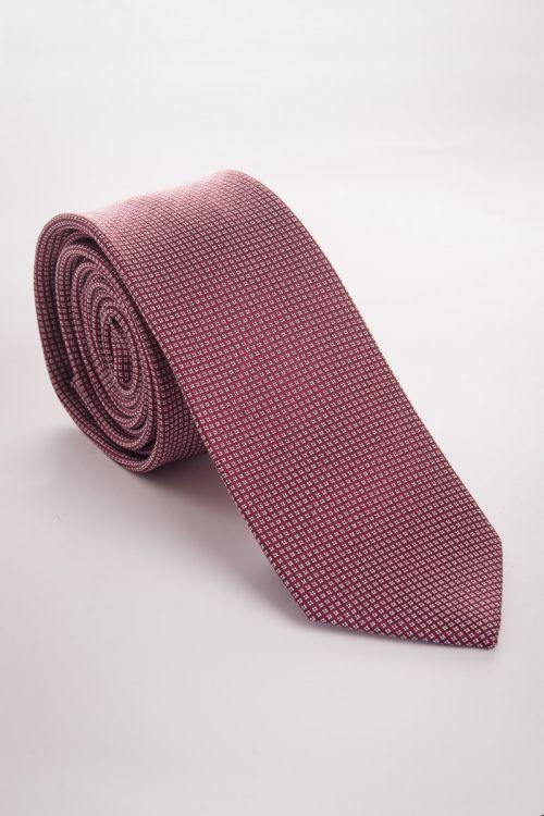 Crvena kravata s uzorkom