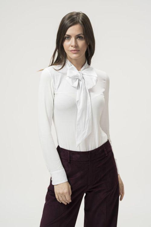 Ženska bluza u tri boje s mašnom