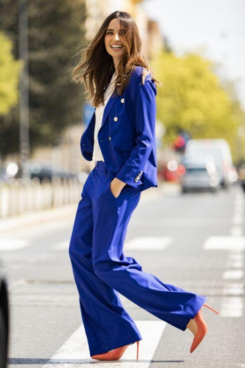 Ženske plave hlače šireg kroja