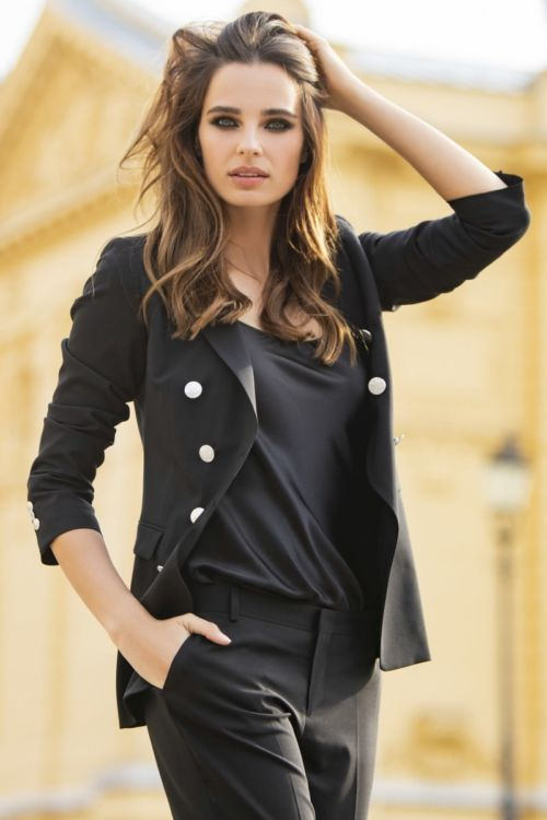 Elegantni poslovni crni sako s duplim kočanjem