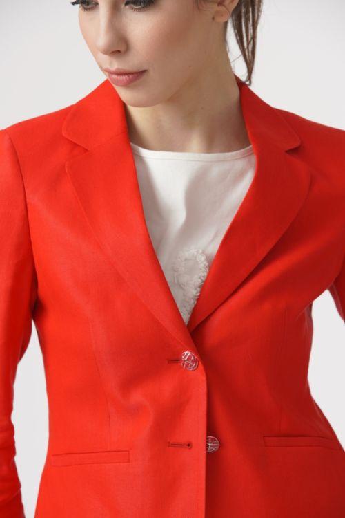 Ženski poslovni sako u dvije boje