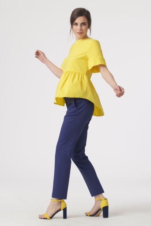 Razigrana bluza s volanima u dvije jarke boje