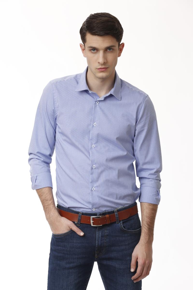 Plava muška košulja decentnog kariranog printa