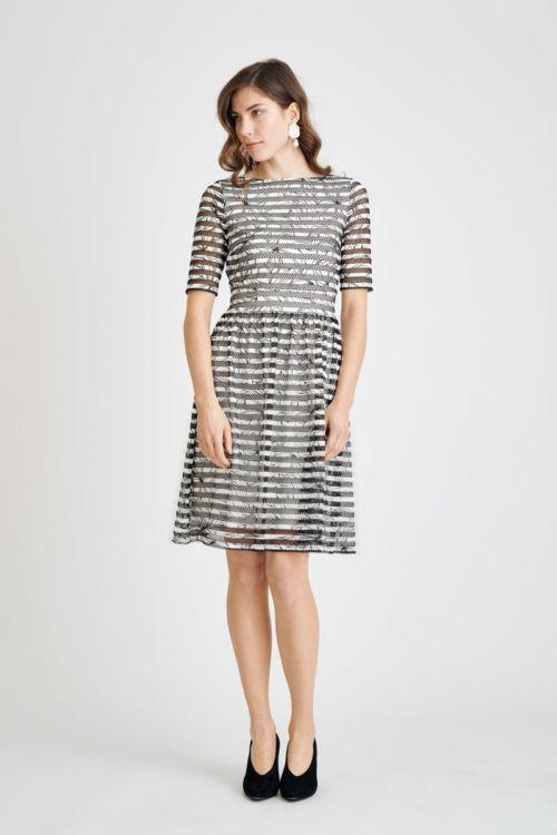 Elegantna crno bijela haljina s detaljima