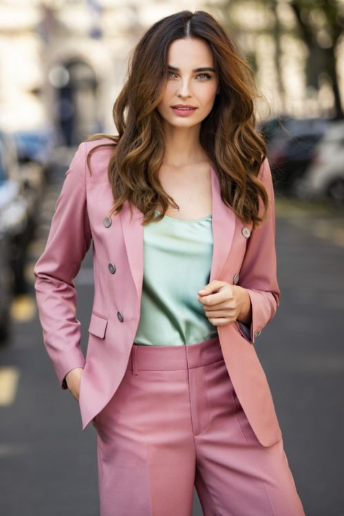 Ženski poslovni sako nježne roze boje