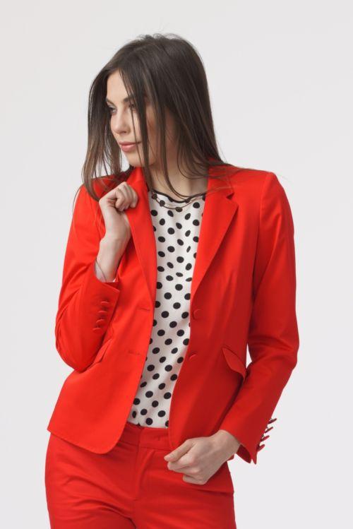 Ženski sako klasičnog kroja crvene boje