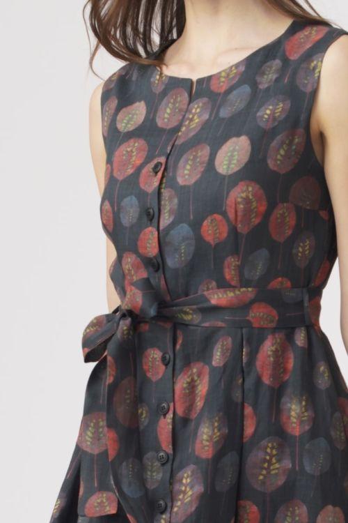 Ženstvena haljina s kopčanjem na gumb