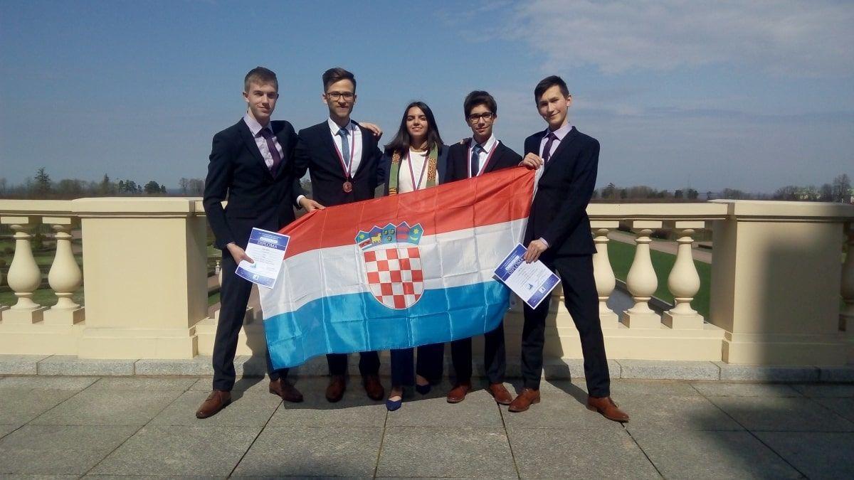 Naši mladi pobjednici u Varteks odijelima