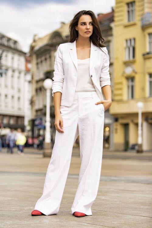 Ženski sako bijele i patlidžan boje