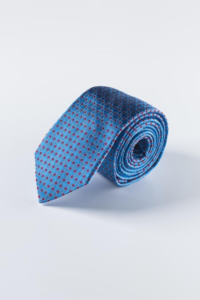 Svilena plava kravata sa sitnim crvenim uzorkom