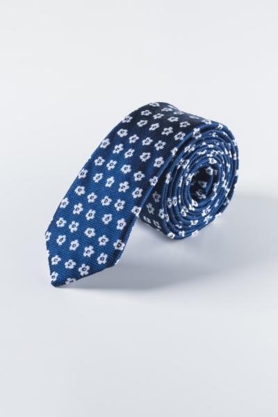 Plava kravata s cvjetnim uzorkom