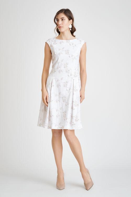 Romantična haljina bijele boje s uzorkom