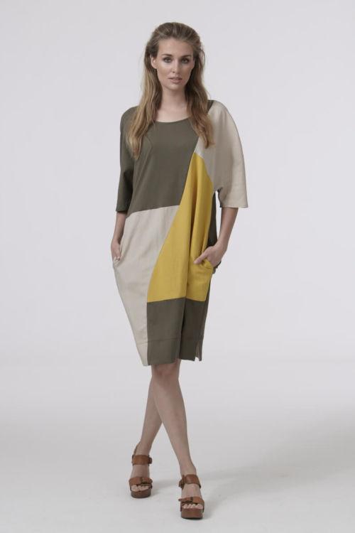 Ženska haljina šireg kroja geometrijskog uzorka