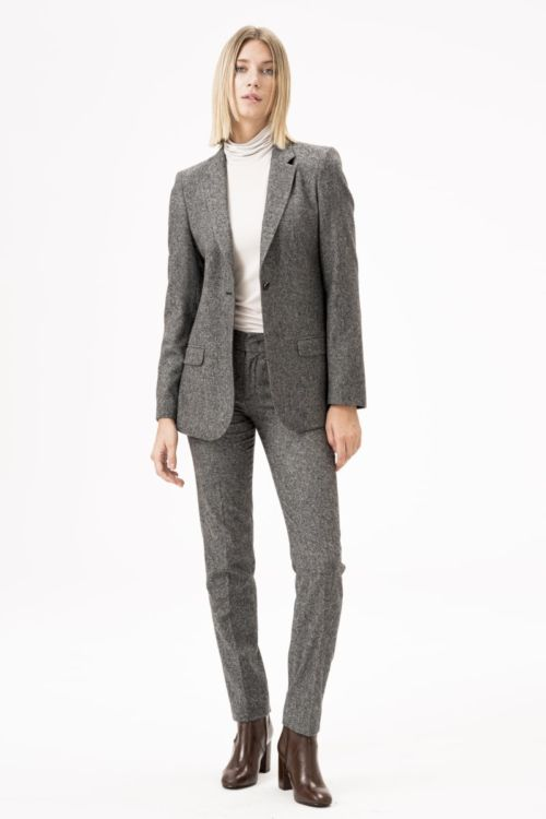 Atraktivne ženske hlače sive boje