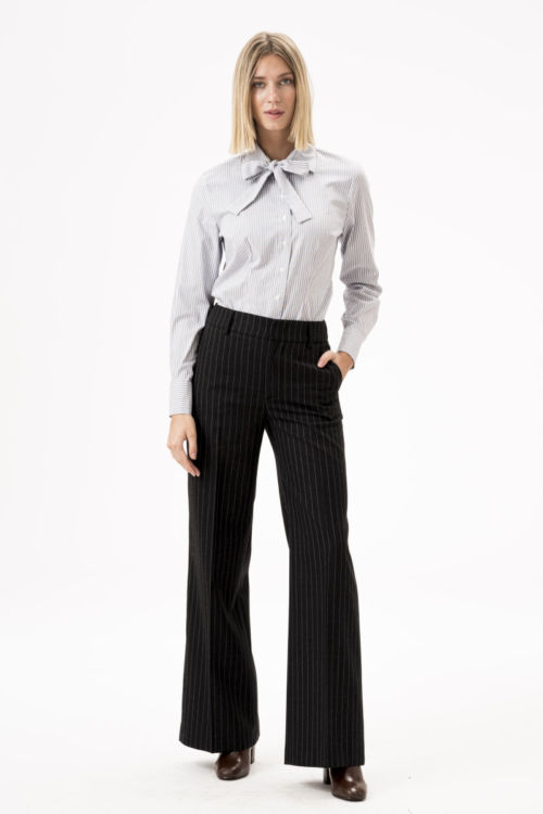 Ženske hlače s prugama šireg kroja