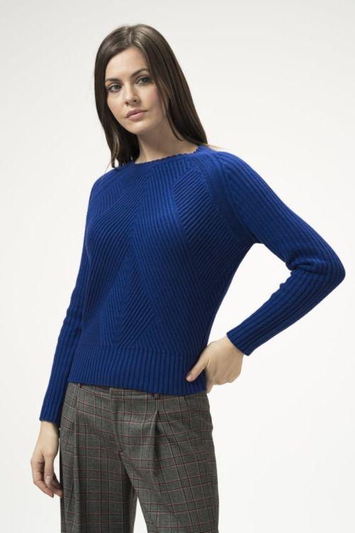 Ženski pulover u tri boje s reljefnom strukturom