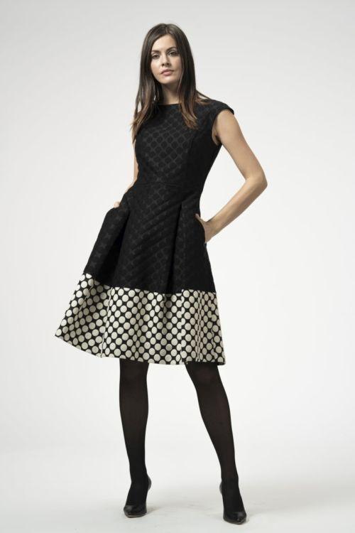 Ženska haljina s točkastim uzorkom