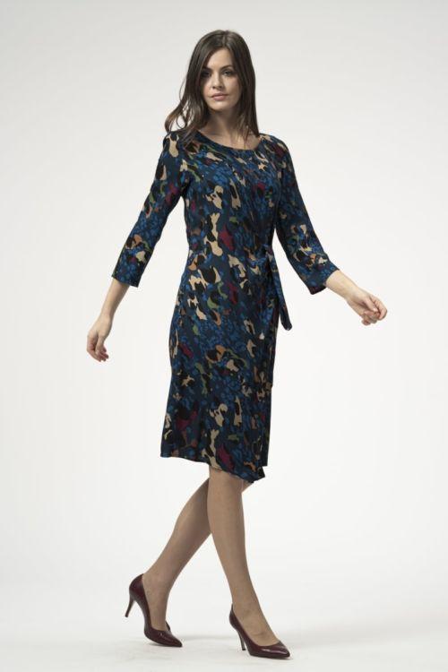 Ženska tamno plava haljina s atraktivnim printom
