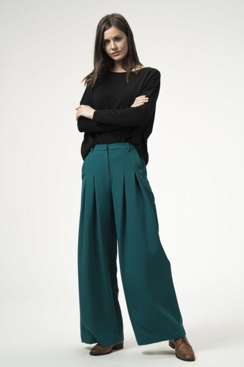 Ženske hlače širokog kroja u dvije boje
