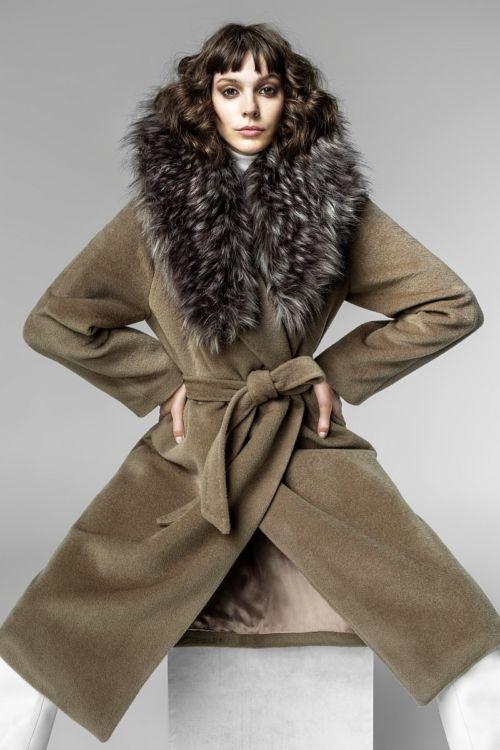 Ženski kaput s krznom na kapuljači