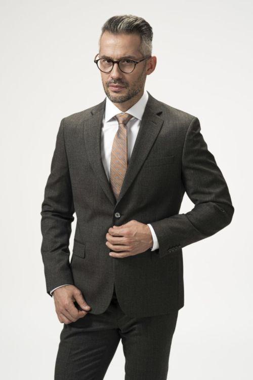 Muško odijelo sivo-smeđih tonova