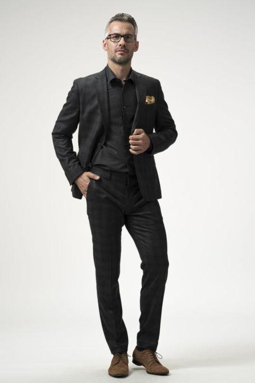 Muško odijelo sive boje od runske vune