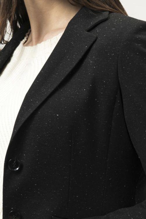 Ženski sako crne boje s decentnim bijelim točkama