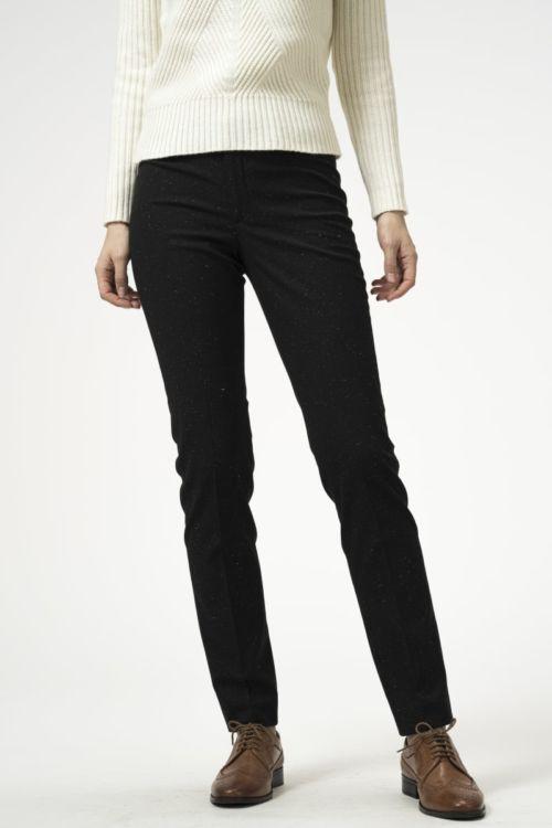 Ženske hlače crne boje s decentnim točkama