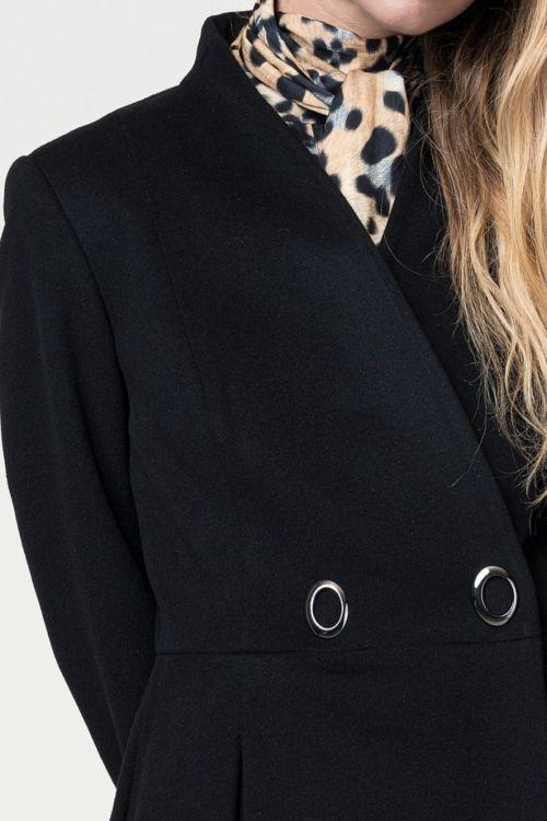 Ženski kaput zavodljive siluete u dvije boje