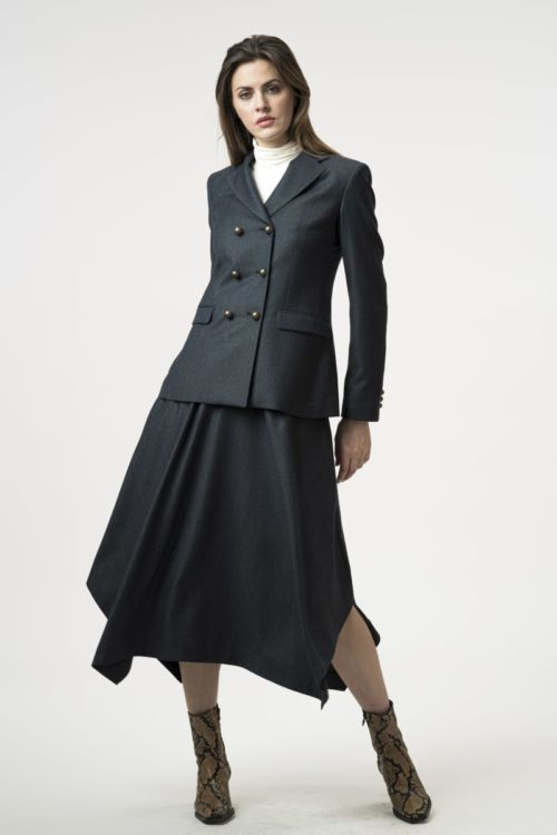 Elegantni sivi sako od runske vune