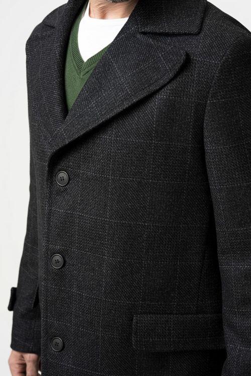 Muški decentno karirani sivi kaput