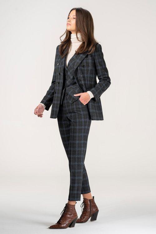 Žensko odijelo kariranog uzorka s prslukom