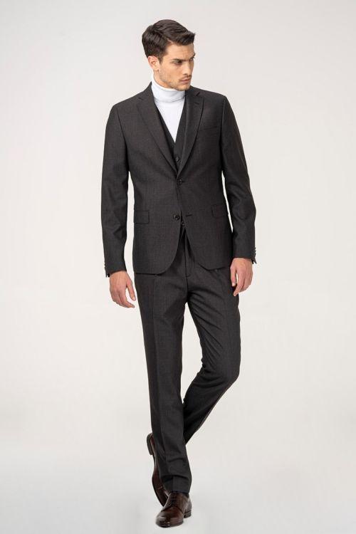 Smeđe muško odijelo s prslukom