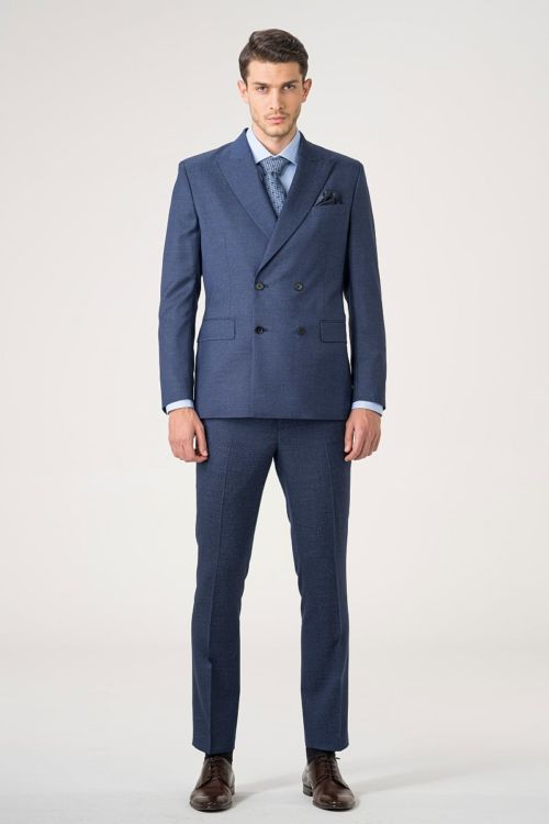 Muško moderno odijelo s dvostrukim kopčanjem