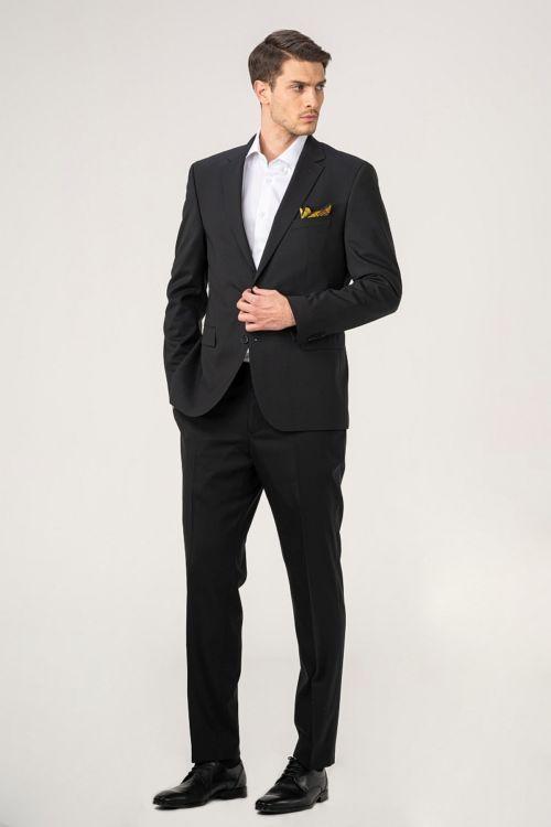 Muško crno odijelo za puni stas