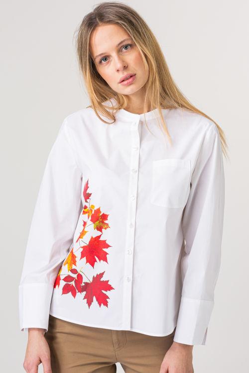 Ženska bijela bluza s atraktivnim printom motiva lišća